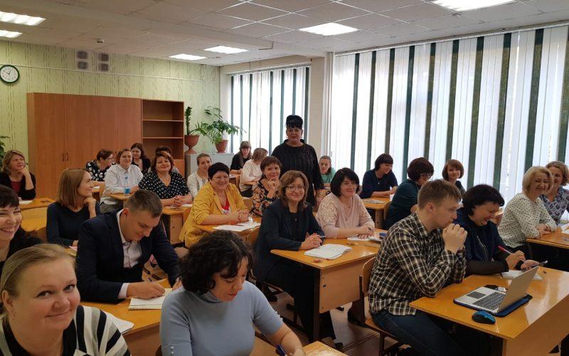 В рамках повышения квалификации педагогических работников были проведены очные занятия по курсу «Введение ФГОС среднего общего образования»